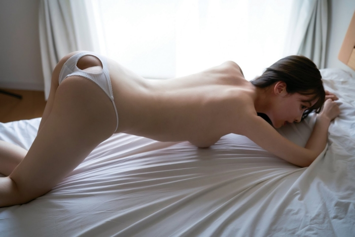 Minami Haruna unfulfilled desire please take a look at the naked body of the queen of limit eros009