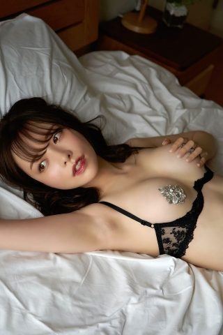 Minami Haruna unfulfilled desire please take a look at the naked body of the queen of limit eros015