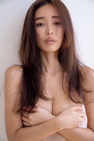 Hitomi Kaji has a miraculous waistline through intestinal activity012