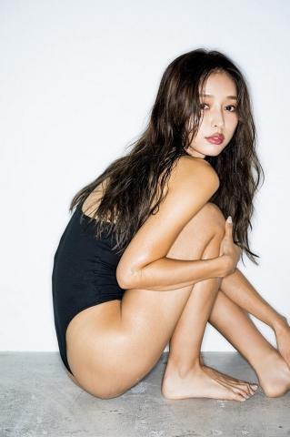 Hitomi Kaji has a miraculous waistline through intestinal activity017