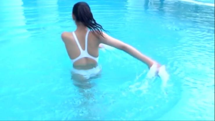 Kagami Kagami White Swimming Costume Image067