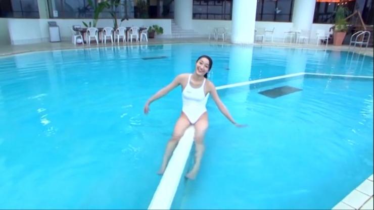 Kagami Kagami White Swimming Costume Image070