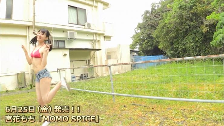 Momo Miyahana presents the best smile from Momo Miyahana050