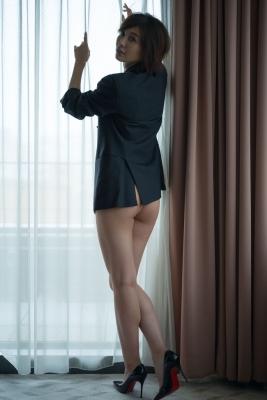 Mami Yamazaki swimsuit gravure Thirties in black 011