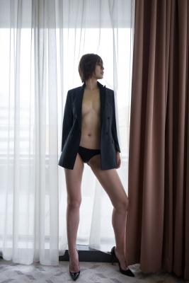 Mami Yamazaki swimsuit gravure Thirties in black 012