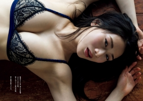 Maki Shinkai the beautiful Uber Eats delivery girl with the amazing body004