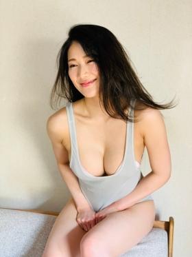 Maki Shinkai the beautiful Uber Eats delivery girl with the amazing body014