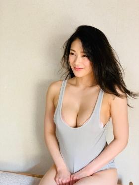 Maki Shinkai the beautiful Uber Eats delivery girl with the amazing body013