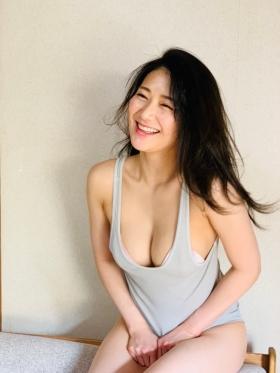 Maki Shinkai the beautiful Uber Eats delivery girl with the amazing body015