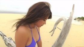 Ikuumi Hisamatsu frolicking on the beach122