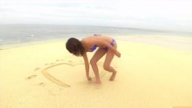 Ikuumi Hisamatsu frolicking on the beach164