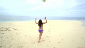 Ikuumi Hisamatsu frolicking on the beach173