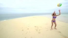 Ikuumi Hisamatsu frolicking on the beach178