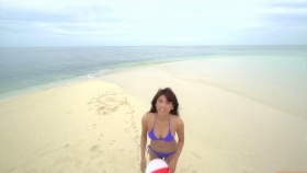 Ikuumi Hisamatsu frolicking on the beach200
