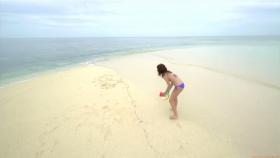 Ikuumi Hisamatsu frolicking on the beach199
