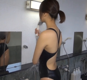 Shoko Hamada tight black swimming suit image shower bath arena arena002