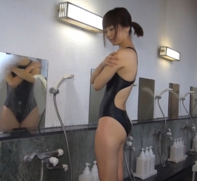 Shoko Hamada tight black swimming suit image shower bath arena arena031