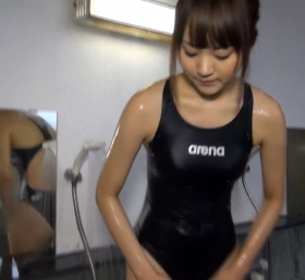 Shoko Hamada tight black swimming suit image shower bath arena arena057