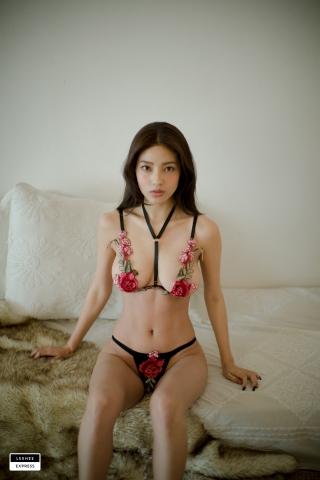 Gsu Floral bikini Black bikini Korean gravure model013