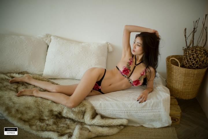 Gsu Floral bikini Black bikini Korean gravure model025