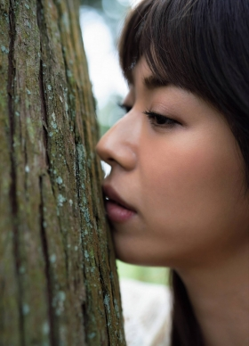 Minami Wachi a talented H cup woman releases her second photo book in two years001