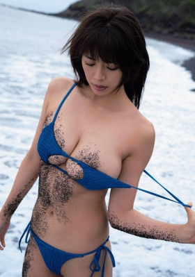 Minami Wachi a talented H cup woman releases her second photo book in two years005