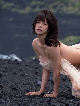 Minami Wachi a talented H cup woman releases her second photo book in two years007
