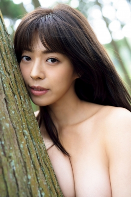 Minami Wachi a talented H cup woman releases her second photo book in two years012