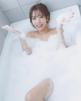 Mayuko Inoue an idol who won the CanCam model discovery auditiongravures her first swimsuit007