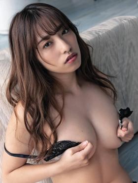 Mizuki Takanashi with a healthy body007