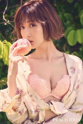 Saeko the boobed beauty of my dreams, wearing a popular bra007
