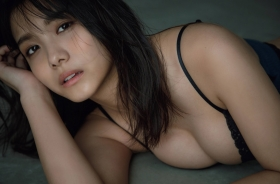 Nanami Asahi a newcomer to the gravure world with a powerful body006