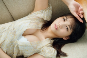 Nanami Asahi a newcomer to the gravure world with a powerful body009