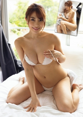Tomomi Morisaki Dynamite body Gtits 7 changes003