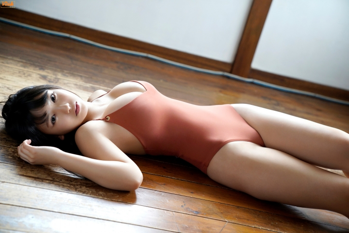 Aika Sawaguchithe new queen of gravure at 16 Im so excited015