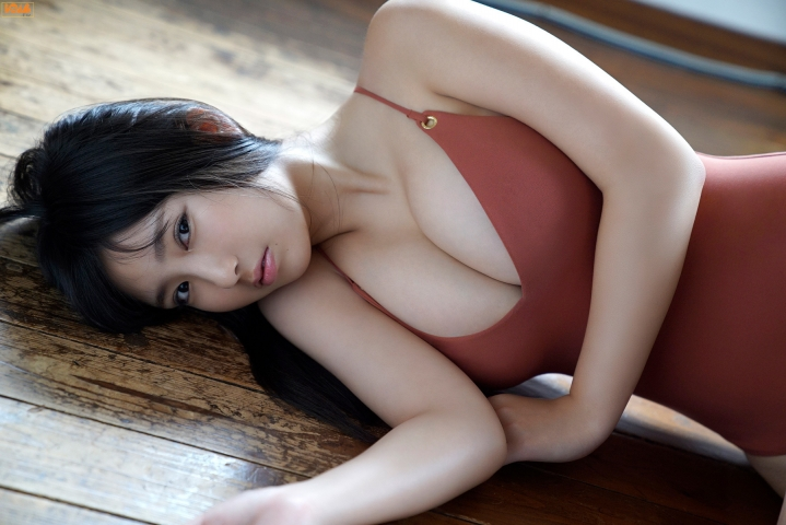 Aika Sawaguchithe new queen of gravure at 16 Im so excited016