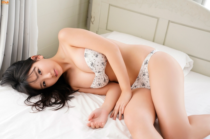 Aika Sawaguchithe new queen of gravure at 16 Im so excited052