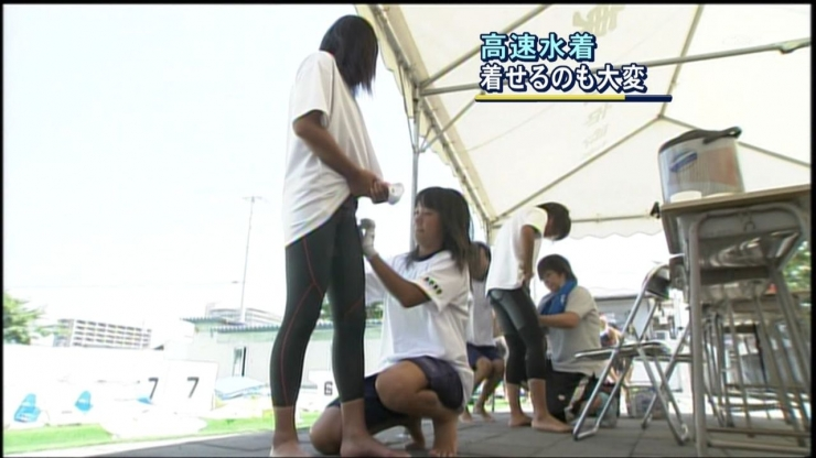 Its hard to put on a high speed swimsuit001