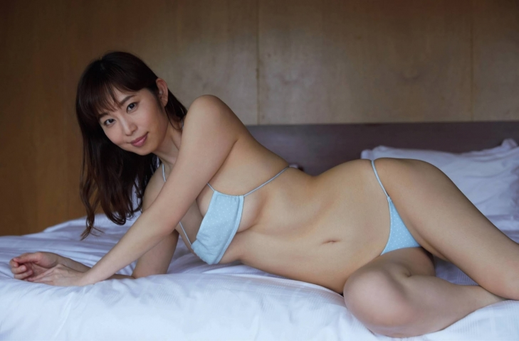 Misumi Shioji former announcer for Akita Asahi Broadcasting has a very sexy body005