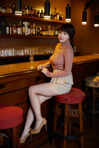 Yu Yamamoto is about to take the gravure world by storm with her alluring Hcups010