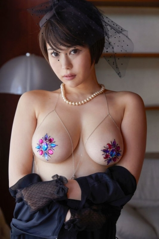 Yu Yamamoto is about to take the gravure world by storm with her alluring Hcups008