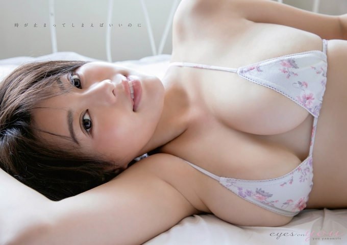 Yu Yamamoto is about to take the gravure world by storm with her alluring Hcups006