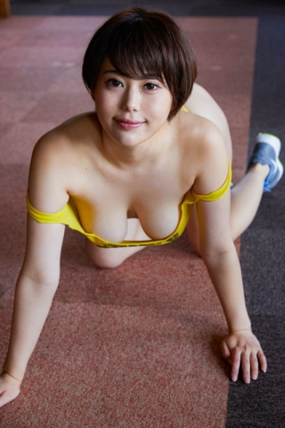 Yu Yamamoto is about to take the gravure world by storm with her alluring Hcups011