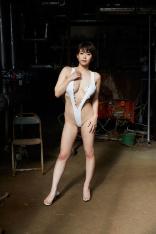 Yu Yamamoto is about to take the gravure world by storm with her alluring Hcups012
