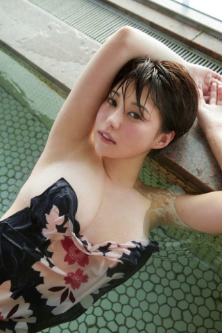 Yu Yamamoto is about to take the gravure world by storm with her alluring Hcups014