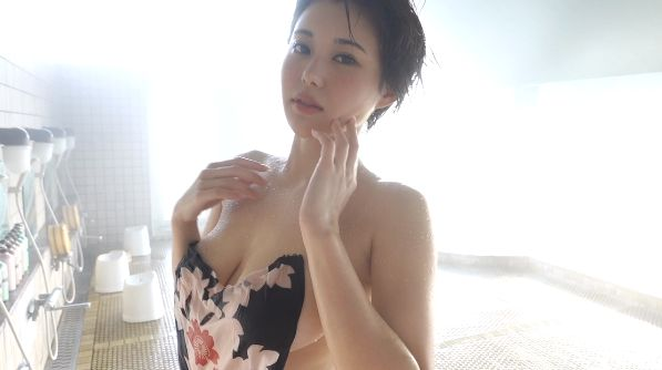 Yu Yamamoto is about to take the gravure world by storm with her alluring Hcups031