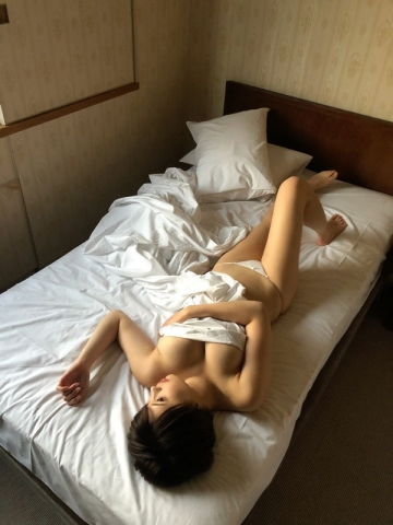 Yu Yamamoto is about to take the gravure world by storm with her alluring Hcups040
