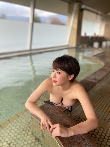 Yu Yamamoto is about to take the gravure world by storm with her alluring Hcups041