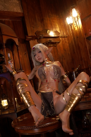 Black Beast The noble saint is dyed white Cosplay Swimsuit Gravure025