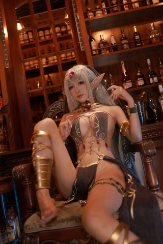 Black Beast The noble saint is dyed white Cosplay Swimsuit Gravure044